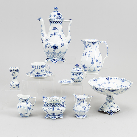 """A dining service, procelain, 116 pcs, full lace """"musselmalet"""" from royal copenhagen."""