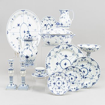 "A dining service, procelain, XX pcs, full lace ""Musselmalet"" from Royal Copenhagen."
