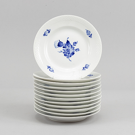 39 parts of the service 'blur flower' from royal copenhagen.