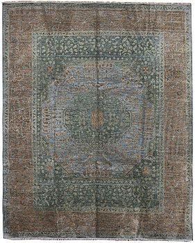 A carpet, Mamluk Design, ca 302 x 248 cm.