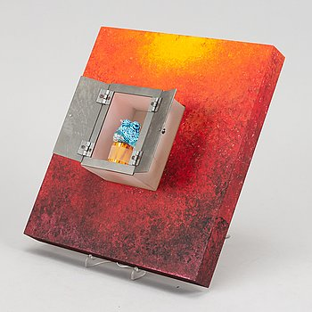 """A glass sculpture, """"curious red"""", limited edition, numbered 22/50, by Kjell Engman, signed."""