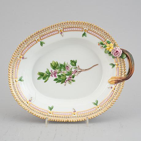 A royal copenhagen 'flora danica' serving dish, denmark, 20th century.