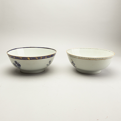 A set of two chinese porcelain punch bowls around 1800.