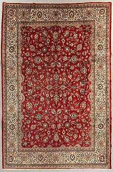 A semiantique Isfahan carpet ca 370 x 267 cm.