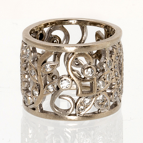 Ring 18k whitegold and brilliant-cut diamonds approx 0,50 ct in total, melissa harris london.