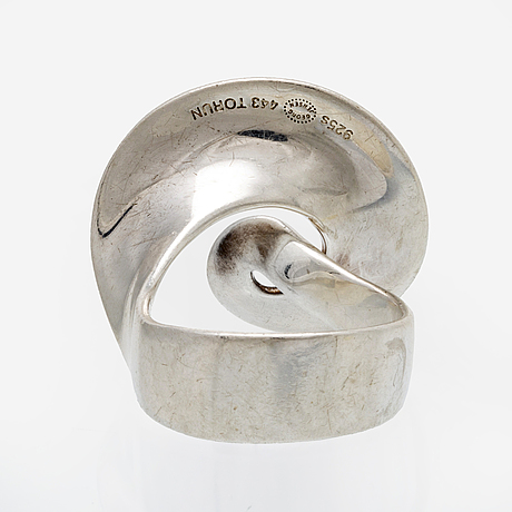 "Georg jensen ring sterling silver, design ""möbius"" av torun bülow nr 443, original case."