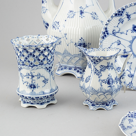 """A whole- and half lace porcelain coffee service, 34 pcs """"musselmalet"""" from royal copenhagen."""