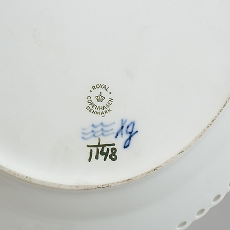 "Two full lace oval platters, ""musselmalet"" from royal copenhagen,"