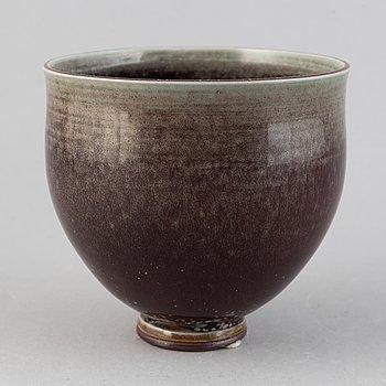 A glazed stoneware bowl by Berndt Friberg, Gustavsberg studio, 1970.