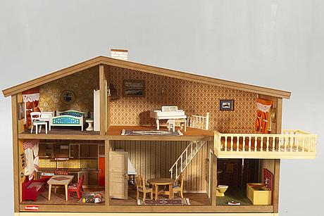A lundby 1970s doll house.