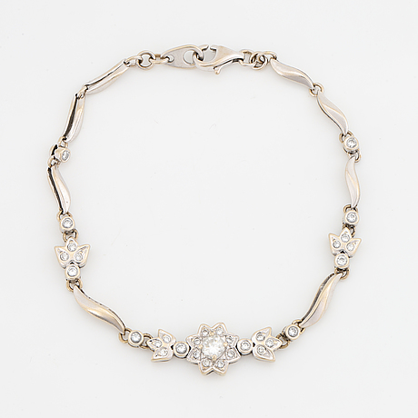 Armband 18k vitguld med briljantslipade diamanter.