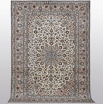 A carpet, Kashan, ca 356 x 239 cm.