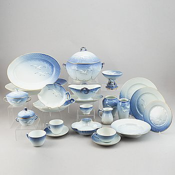 A Bing & Gröndahl 'Måsen' dinner service, Denmark, 20th Century. (69 pieces).