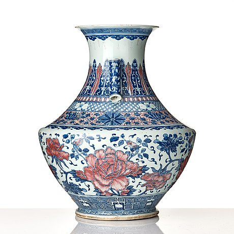 A large blue and white and iron red vase, qing dynasty, 19th century.