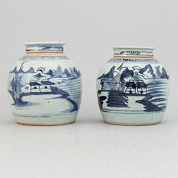 Two blue and white jars with cover, Qing dynasty, 19th Century.