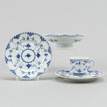 13 parts of the 'Musselmalet' coffee service from Royal Copenhagen, half- and full lace.