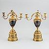 Kandelabrar för tre ljus, ett par, troligen england 1700-tal.