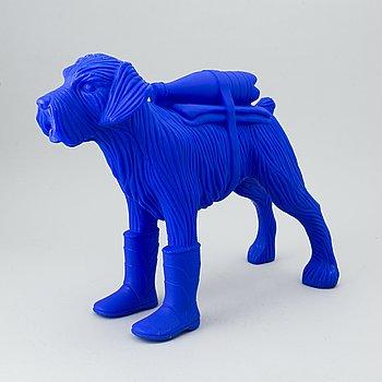 William Sweetlove, sculpture, plastic, signed 15/200.