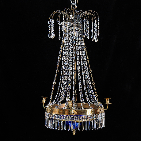 A gustavian style chandelier.