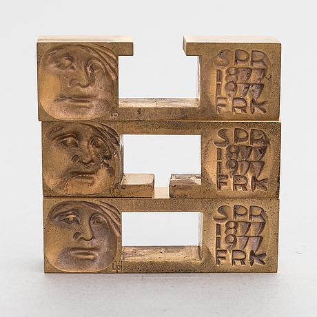 Laila pullinen, mitali, pronssia, signeerattu lp ja numeroitu 15975.