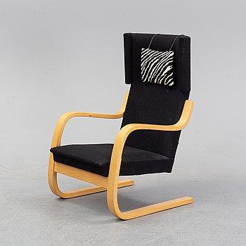 A model 401 lounge chair by Alvar Aalto for Artek, designed 1933.