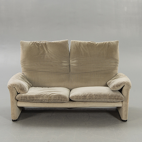 "Vico magistretti, sofa ""maralunga"" for cassina later part of the 20th century."