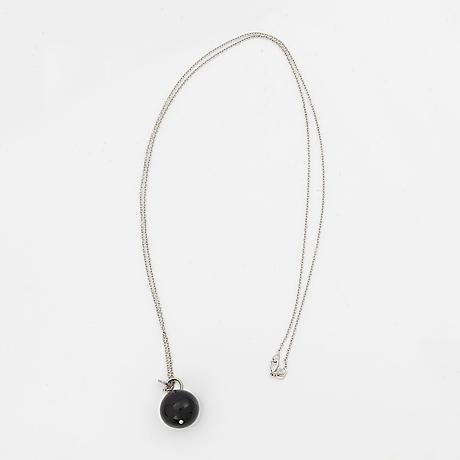 Sophie gyllenhammar, white gold onyx necklace.