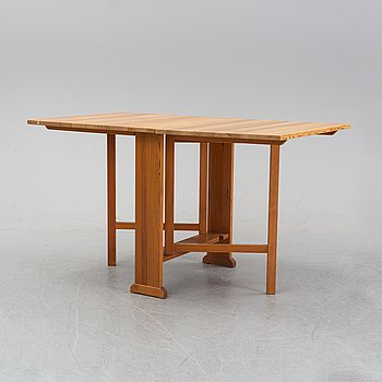 "A Carl Malmsten pine percussion table ""the armourer"" (Vapensmeden)."