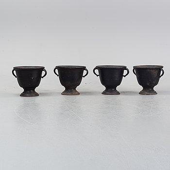 Trädgårdsurnor, fyra stycken, gjutjärn, 1900-tal.