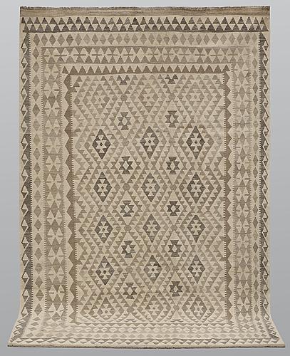 A carpet, kilim, ca 303 x 198 cm.