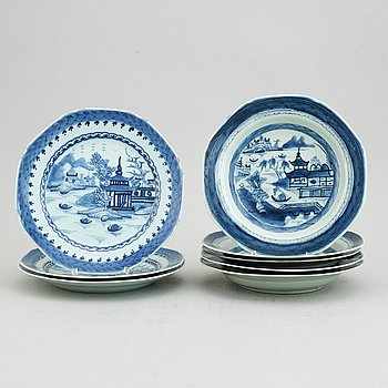 Eight Chinese blue and white porcelain plates, 19th Century.