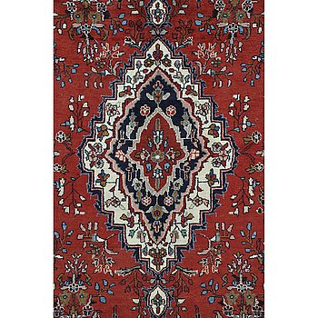 A carpet, Hamadan, ca 315 x 210 cm.