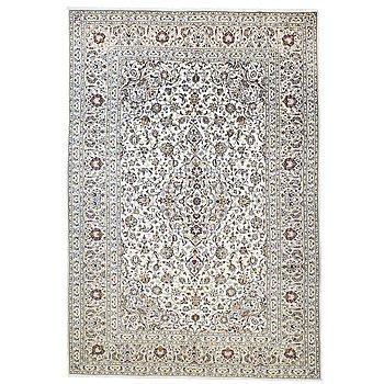 A carpet, Kashan, ca 365 x 250 cm.