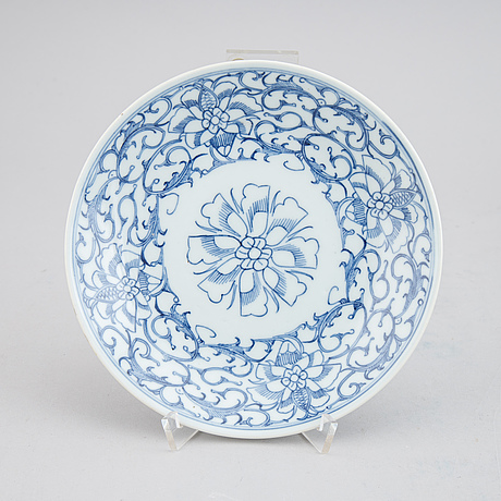 23 blue and white dishes, qing dynasty, 19th century.