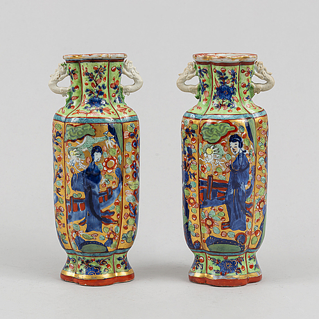 A pair of clobbered famile rose vases, qing dynasty, kangxi (1662-1722).