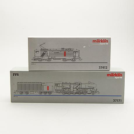 2 märklin locomotives.