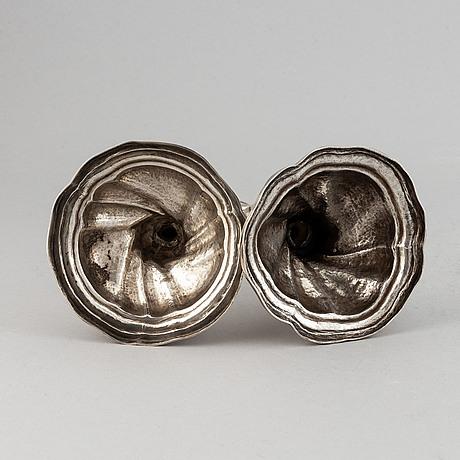Ljusstakar, 2 st snarlika, silver, rokoko, sverige 1700-tal.
