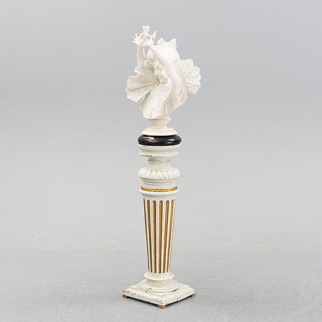 Byst, på piedestal, okänd konstnär, sent 1800-tal.