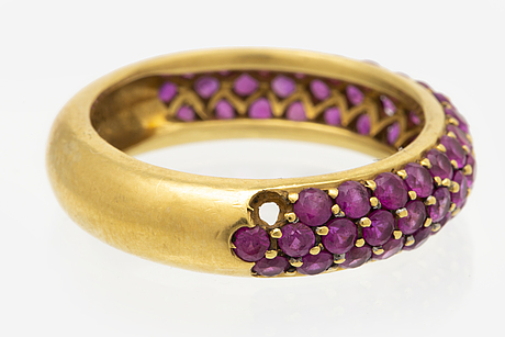 Ring 18k gold with rubies.