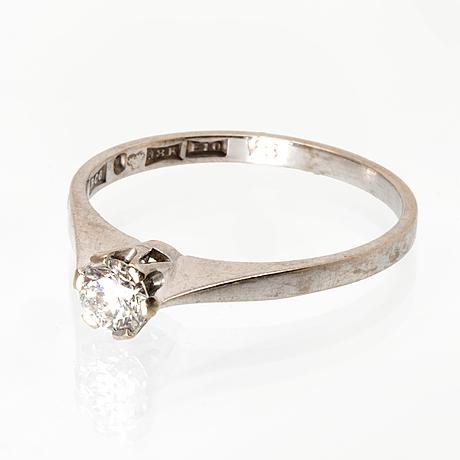 Ring 18k whitegold 1 brilliant-cut diamond 0,33 ct engraved.