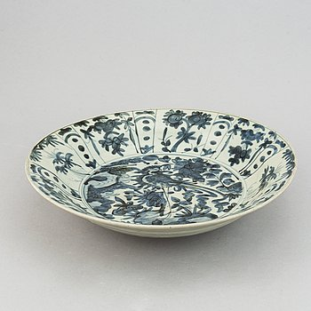 A blue and white dish, Mingdynasty, Swatow, for the South East Asian market.