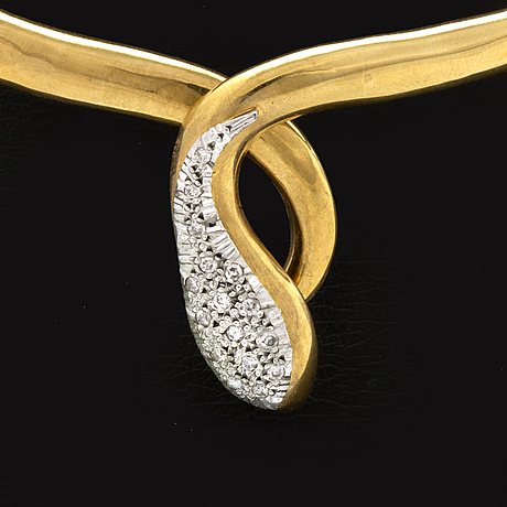 Necklace 18k gold with brilliant-cut diamonds, innercircumference approx 38 cm, flexible opening.