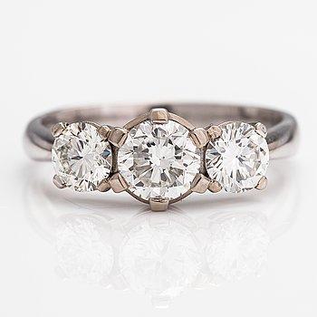 Ring, 14K vitguld, diamanter ca 1.65 ct tot. Vartanet Deranax, Vanda 2019.