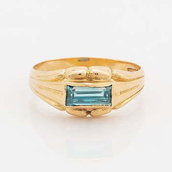 18K gold and greenblue stone ring.