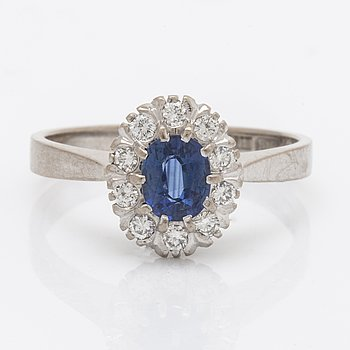 Ring 18k whitegold 1 sapphire 0,73 ct and brilliant-cut diamonds 0,23 ct inscribed, Juvelia Uppsala 1991.