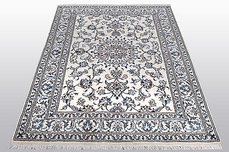 A rug, nain, part silk, 9 laa, ca 200 x 143 cm.