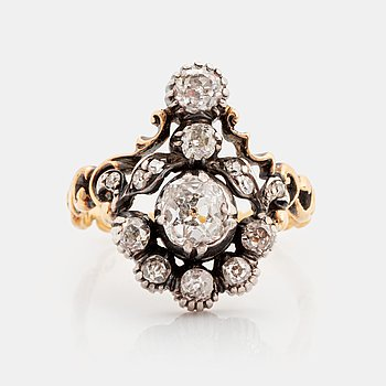 404. An 18K gold and silver ring set with old-cut diamonds.