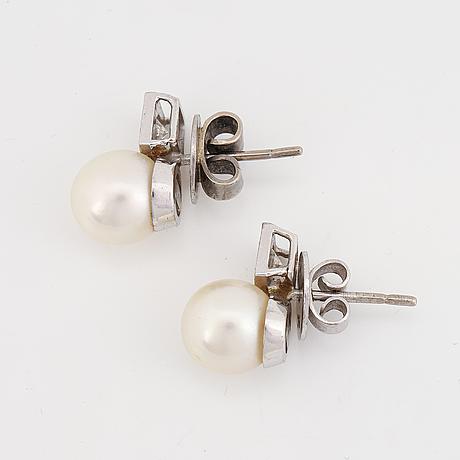 Pärl- och diamantörhängen.