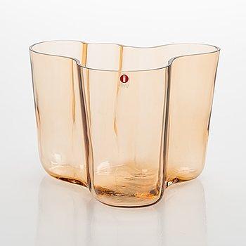 Alvar Aalto, a '3030' vase signed Alvar Aalto Iittala 1936-1996.
