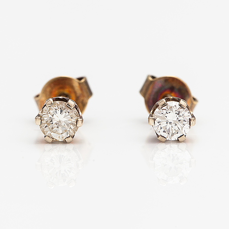 A pair of 18k gold earrings with diamonds ca. 0.56 ct in total according to certfikate.